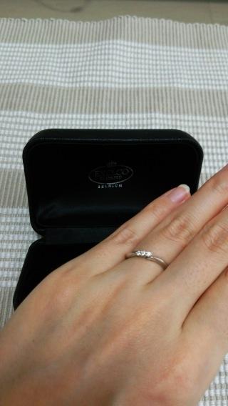 【エクセルコダイヤモンド(EXELCO DIAMOND)の口コミ】 普段からつけていられる様に、シンプルでかつ指が細く見えるようなデザイン…