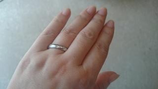 【ティファニー(Tiffany & Co.)の口コミ】 石がついていない指輪はちょっと寂しいと思ったのでダイヤ入りだけを考えて…