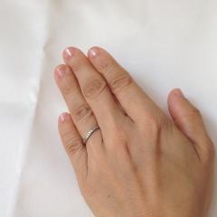 【アイプリモ(I-PRIMO)の口コミ】 デザインのオリジナル性が気に入りました。指輪の輪郭に軽くS字になったカ…