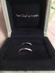 【ヴァン クリーフ&アーペル(Van Cleef & Arpels)の口コミ】 デザイン性のある指輪や石が付いた指輪も候補に上がりましたが、家事や子育…