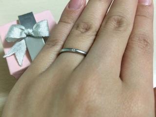 【ウィスプ(WISP)の口コミ】 細く華奢な雰囲気の指輪で、低価格なものを探していました。 また中心につ…