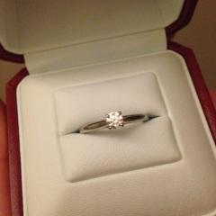 【カルティエ(Cartier)の口コミ】 つけた時にとても指が長く、きれいに見えたので即決しました。 一粒ダイヤ…