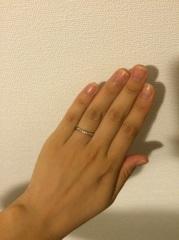 【アイプリモ(I-PRIMO)の口コミ】 細身のリングの真ん中に三つダイヤがついていて、シンプルだけど美しいデザ…