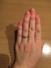 【Foulason(フレゾン)の口コミ】 ピンクゴールドの輝きと、Vデザインで指が長く見えるところが気に入ってい…