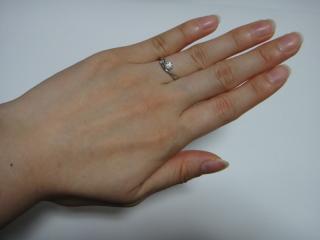 【アイプリモ(I-PRIMO)の口コミ】 ピンクダイヤに惹かれて選びました。  また、結婚指輪と重ねづけすること…