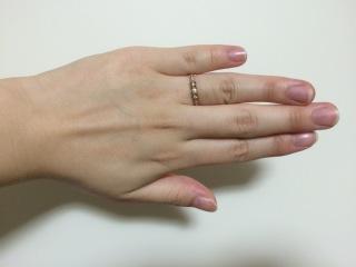 【LUCIE(ルシエ)の口コミ】 アンティーク調の結婚指輪を探していて、LUCIEにたどり着きました。 …