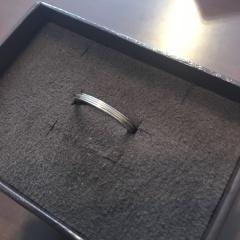 【agete(アガット)の口コミ】 婚約指輪と常に重ね付けしたかったので結婚指輪は主人とお揃いでダイヤな…
