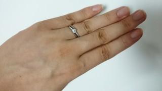 【Mariage(マリアージュ)の口コミ】 婚約指輪として格式を保ちつつも普段の服装にも合わせやすく、ダイヤが悪目…