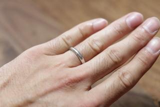 【カルティエ(Cartier)の口コミ】 婚約指輪がカルティエだったので結婚指輪もカルティエにしました。プラチ…