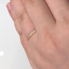 【CHER LUV(シェールラブ)の口コミ】 ラインのゴールドの細工が細かくキラキラと輝いていてキレイなのとメレダ…