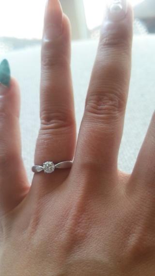 【ティファニー(Tiffany & Co.)の口コミ】 私は結婚指輪と重ねつけしたいとおもってましたので、立て爪のような立体的…