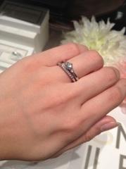 【銀座ダイヤモンドシライシの口コミ】 他のお店も見に行く予定で、とりあえずフラッと寄ってみたら、婚約指輪も…