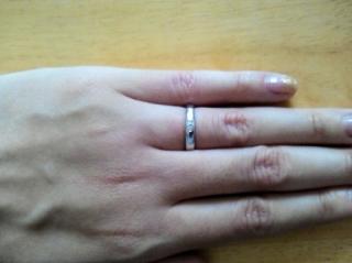 【4℃(ヨンドシー)の口コミ】 ずっとつけることができる、シンプルな指輪を探していました。ですが、デ…