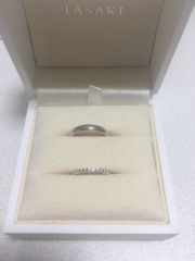 【TASAKI(タサキ)の口コミ】 プロポーズでもらった指輪がTASAKIさんの指輪だったので、結婚指輪もTASAK…