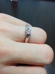【カルティエ(Cartier)の口コミ】 普段も着けやすいかと思い、一粒ダイヤのソリテールではなくこのデザインお…