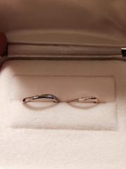 【A・D・A(エー・ディー・エー)の口コミ】 見た目に一目惚れ*結婚指輪って傷が付きにくいプラチナが多いですが、ど…