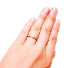 【ティファニー(Tiffany & Co.)の口コミ】 手の色にに馴染みやすいローズゴールドに縁取られた指輪はプラチナが控え…
