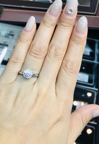 【カオキ ダイヤモンド専門卸直営店の口コミ】 つけてみたかったデザイン ダイヤの周りにダイヤが巻いててゴージャスな感…