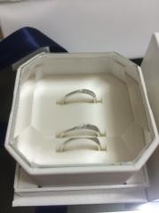 【4℃(ヨンドシー)の口コミ】 この指輪に決めた理由は、つけた時に指にとてもフィットする感覚があり違和…