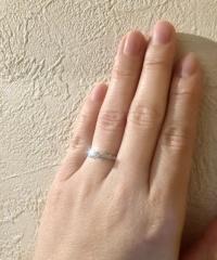 【俄(にわか)の口コミ】 主人と一緒に選びました。きちんと婚約指輪、と分かるような王道の形、リ…