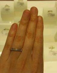 【MIKIMOTO(ミキモト)の口コミ】 プリンセスカットの、四角のダイヤが連なっていて素敵です。 真上から見た…
