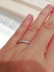 【festaria bijou SOPHIA(フェスタリア ビジュソフィア)の口コミ】 ・シンプルなデザインで、普段使いしやすい ・結婚指輪と合わせてつけやす…