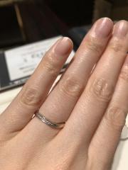 【杢目金屋(もくめがねや)の口コミ】 価格がお手頃なのにダイヤモンドの存在感凄くある指輪だと思います。また…