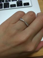 【ティファニー(Tiffany & Co.)の口コミ】 婚約指輪と重ね付けできるリングで、日常で付けていても華やかなものが希…