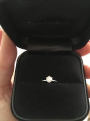 【ティファニー(Tiffany & Co.)の口コミ】 婚約指輪はティファニーのシンプルな一粒デザインと何故か頭の中で決まっ…