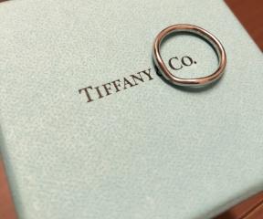 【ティファニー(Tiffany & Co.)の口コミ】 結婚前からずっと、結婚指輪は絶対ティファニーにするって決めてました。…