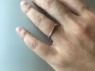 【ROYAL ASSCHER(ロイヤル・アッシャー)の口コミ】 少し人とは違った指輪をつけたかったので、V字の指輪を中心に見ていました…