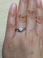 【アイプリモ(I-PRIMO)の口コミ】 Vになっているデザイン(指が長く綺麗に見える)が良かった。 結婚指輪も…
