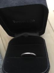 【ティファニー(Tiffany & Co.)の口コミ】 婚約指輪をちゃんと貰ったので、結婚指輪はダイヤ等ついていないものと決…