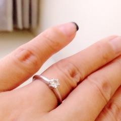 【ティファニー(Tiffany & Co.)の口コミ】 シンプルでずっと使えるもの、結婚指輪とも合わせて生涯つけられるデザイ…