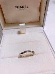 【シャネル(CHANEL)の口コミ】 婚約指輪と重ね付けしたいと思い、同じ形のカメリアリングを購入しました…