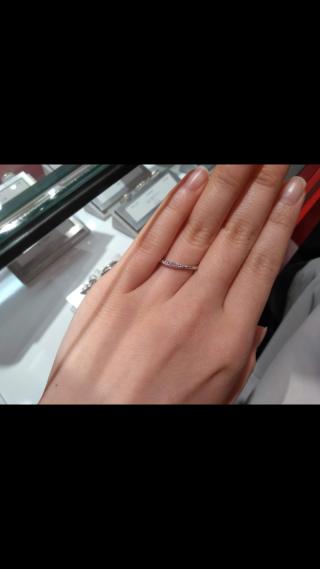 【AFFLUX(アフラックス)の口コミ】 あまり太い指輪が好みではなかったのですが、逆に細すぎるのも好みではな…