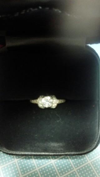 【ティファニー(Tiffany & Co.)の口コミ】 ダイヤの大きさも大きくて、周りにもダイヤがついていることで非常に高級感…