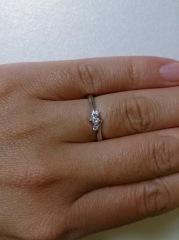 【4℃(ヨンドシー)の口コミ】 この指輪を買った決め手は、値段も予算内だったこと、指輪のデザインも好み…