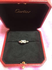【カルティエ(Cartier)の口コミ】 いろいろな婚約指輪を見ていましたが気に入るものがなく諦めかけていた時に…