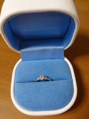 【銀座ダイヤモンドシライシの口コミ】 石と台座とを別々に選ぶ半オーダーメイドだったので、お店に着いてダイヤ…