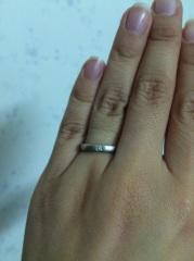 【4℃(ヨンドシー)の口コミ】 私の指が短く細いので、指をきれいに長く見せてくれる指輪を選びました。シ…