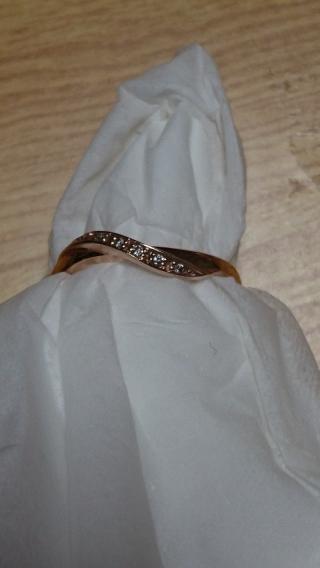 【4℃(ヨンドシー)の口コミ】 この指輪は、いくつか見せてもらった中で、はめた時に一目惚れしました。特…