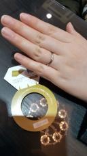 【金正堂本店の口コミ】 指輪がV字になっていて指が細く綺麗に見えると思いました♡今年だけの限定…
