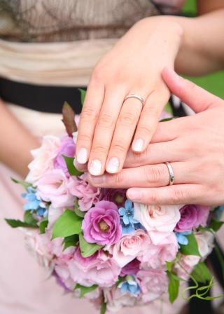 【ヴァン クリーフ&アーペル(Van Cleef & Arpels)の口コミ】 結婚する前から結婚指輪はヴァンクリーフとずっと決めてました。 デザイン…