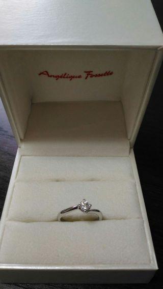 【アンジェリックフォセッテ(Angelique Fossette)の口コミ】 一粒ダイヤのシンプルなデザインを探して、何店舗か見に行きました。 シン…
