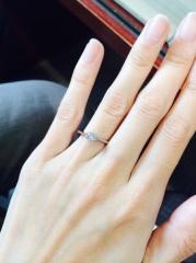 【アイプリモ(I-PRIMO)の口コミ】 デザインが気に入ったので購入を決めました。両脇のダイヤモンドをピンク…