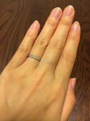 【Sirena Azzurro(セイレーン アズーロ)の口コミ】 私の小さな手に合わせて、細くてシンプルなデザインの指輪を勧めてもらい…