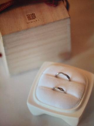 【俄(にわか)の口コミ】 メビウスの輪をモチーフにしたデザインに惹かれました。結婚指輪は毎日身に…