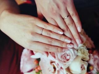 【俄(にわか)の口コミ】 新郎新婦共に指が細いため、より綺麗に見えるように細めの指輪を探していま…