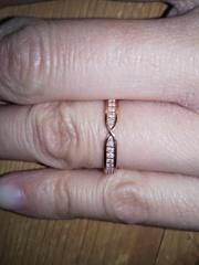 【OCTAVE(オクターヴ)の口コミ】 octaveの指輪は、何種類かデザインがあって、指輪の色が選べる。内側に誕…